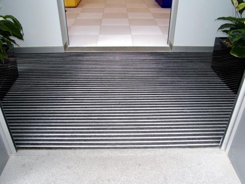 שטיח כניסה מאלומיניום
