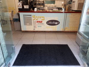 שטיח כניסה לבניין