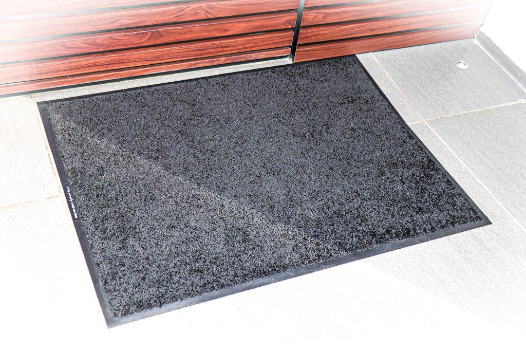 שטיח כניסה לבית פרטי